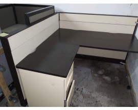 "60"" x 60"" CUBICLE WITH PEDESTAL - PREOWNED"